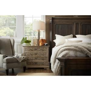 Floresville Bachelors Chest | Hooker Furniture