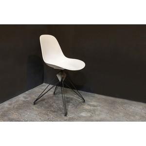 Kahn Dining Chair | Nuevo