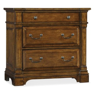 Tynecastle Bachelors Chest | Hooker Furniture